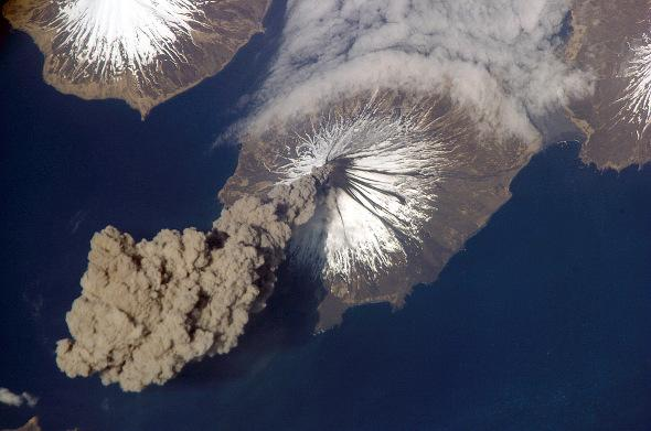 Here's what volcanoes look like from space--PHOTOS: http://t.co/wkCNSRHC1n http://t.co/4cDzA6ukcX