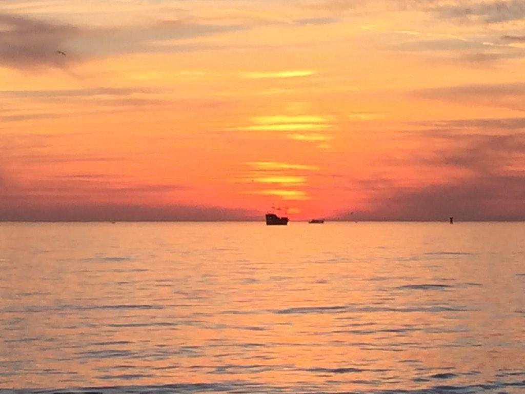 Sunset at Clearwater Beach, FL tonight ❤️☀️ @spann @tomsorrells http://t.co/xwDVbAvT8A