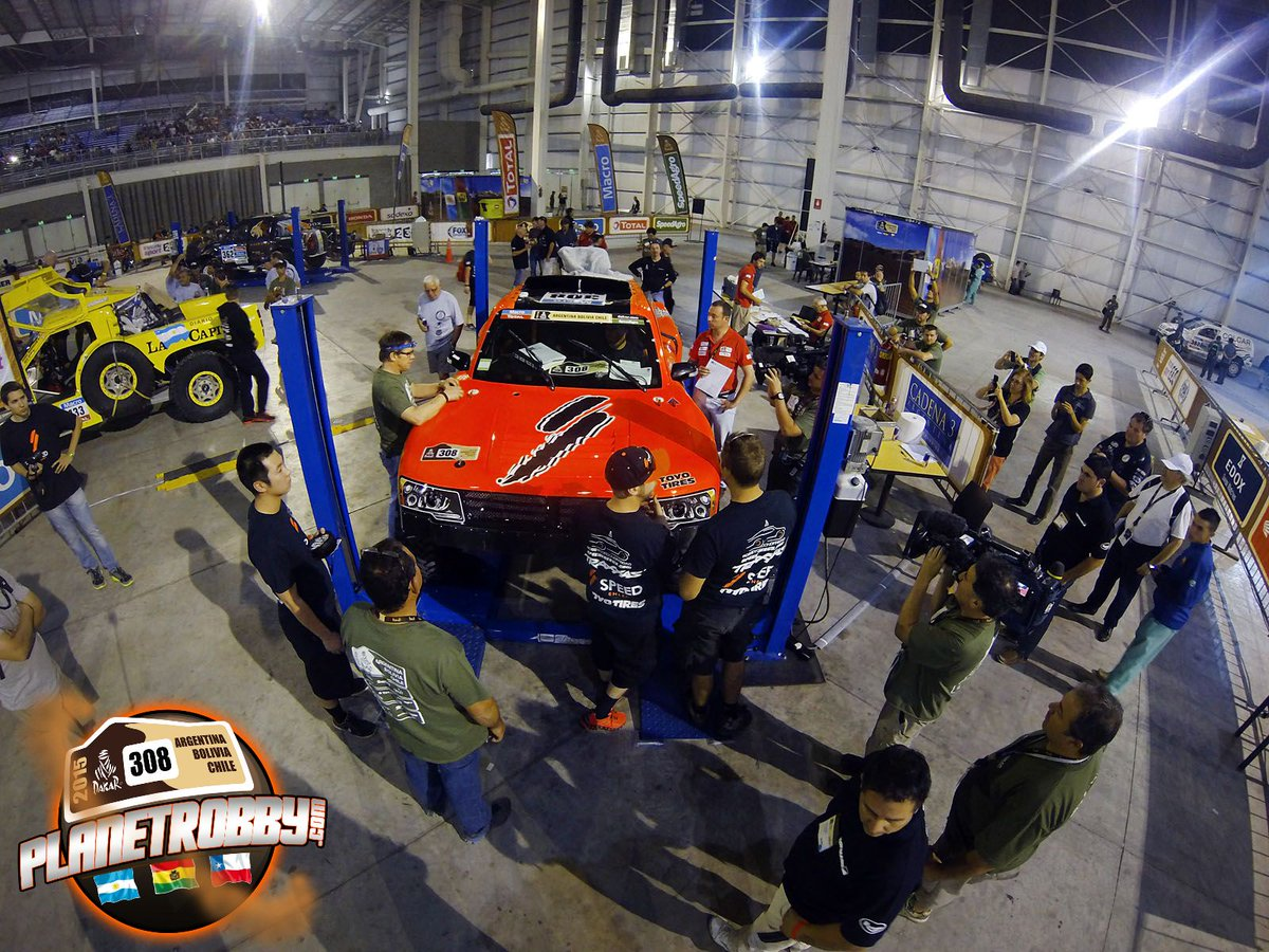 Here is @RobbyGordon and #TeamSPEED during scrutineering @ToyoTires @SPEED_ENERGY @Traxxas #Dakar2015 http://t.co/kH9fBylwzI