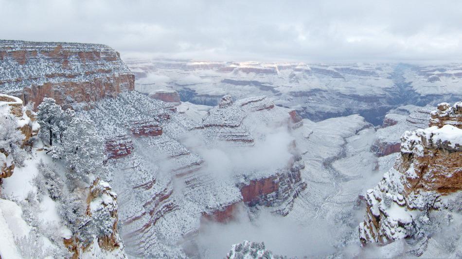 No es falsa esta imagen, una poco usual tormenta de nieve ha cubierto de blanco el Gran Cañon de Colorado http://t.co/Ke7sdGyvQ5