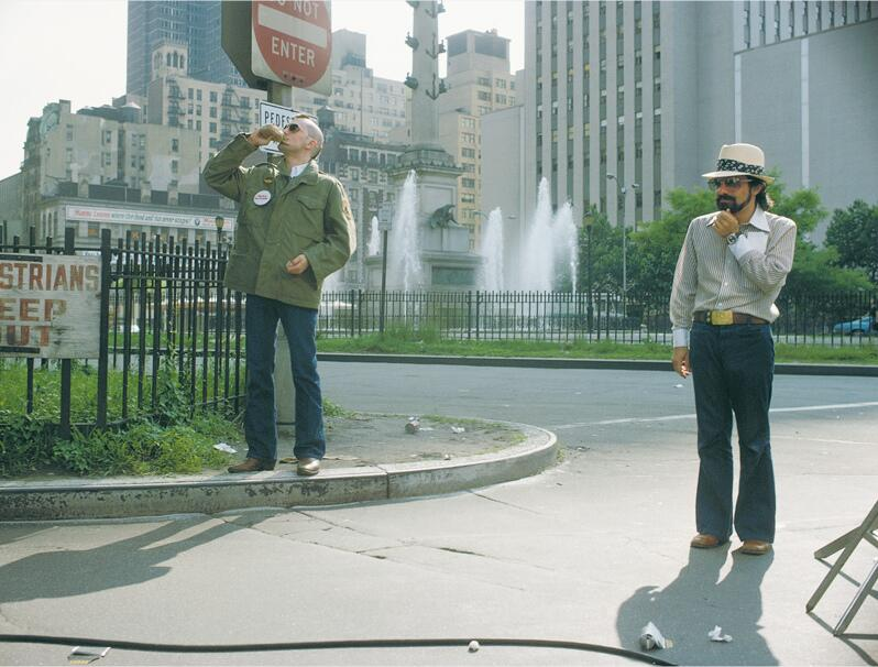De Niro and Scorsese on the set of Taxi Driver http://t.co/VR0S2Tuozm