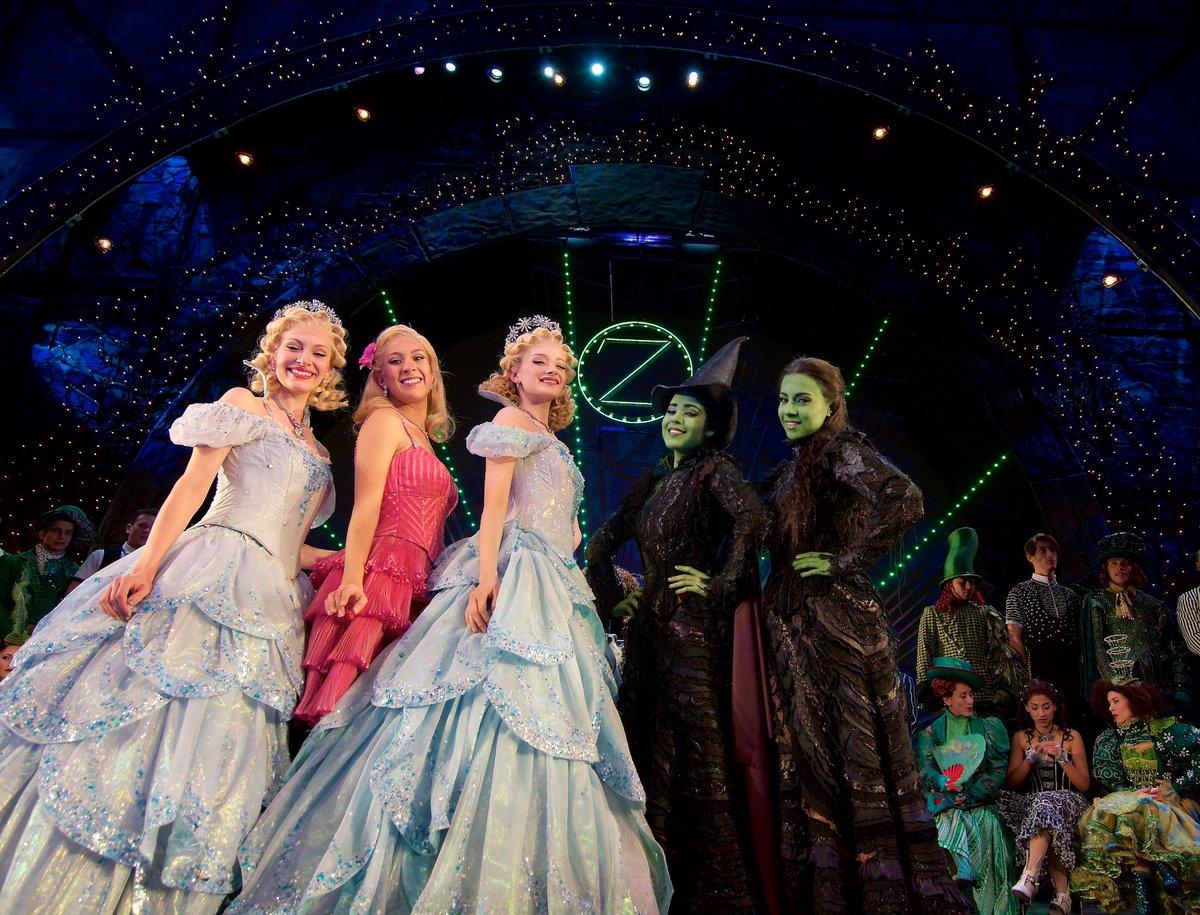 Las 5 brujas @WickedMxFinal 18Enero2015 Fin de temporada @Teatro_Telcel  Corre. http://t.co/76djEHvNOZ