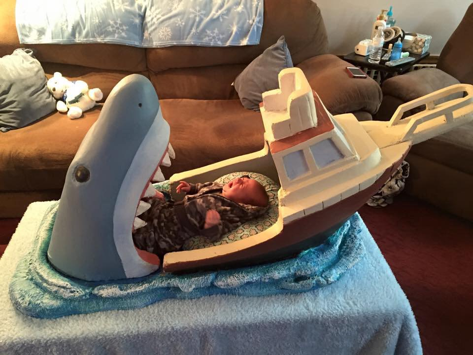 Parenting done right: a JAWS inspired baby bed. http://t.co/aTrN0FS6Wc