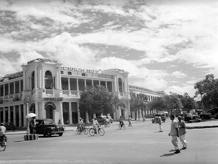 1951 :: connaught place , Delhi http://t.co/x2NjDgziyk