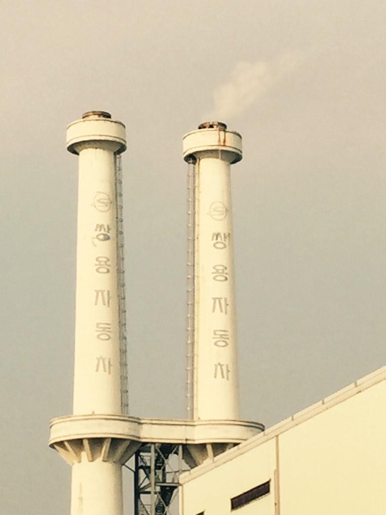 가까이 하기엔 너무 멀다... 굴뚝 위에 깨알같이 보이는 이창근,김정욱 형님 http://t.co/ajx0Oblznt
