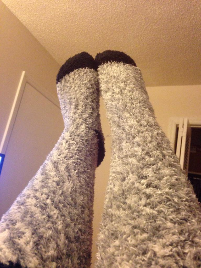 @Graser10 I wear fuzzy socks cuz I'm cooler http://t.co/8cZ86vbYip