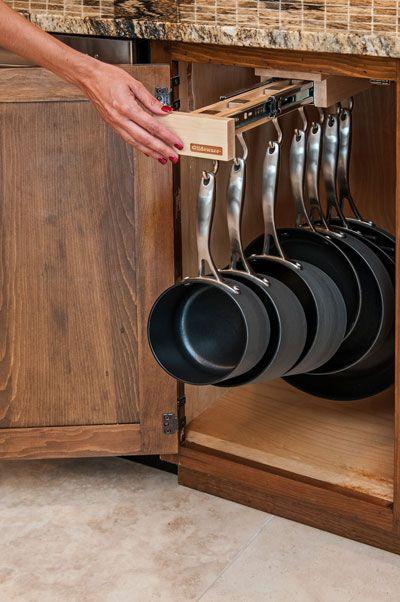 شاركينا رايك بهذة الفكرة لترتيب الصواني داخل دولاب المطبخ؟ #مطبخ_قودي #مطبخ_الطوارئ #افكار http://t.co/aqyWm7I5LI