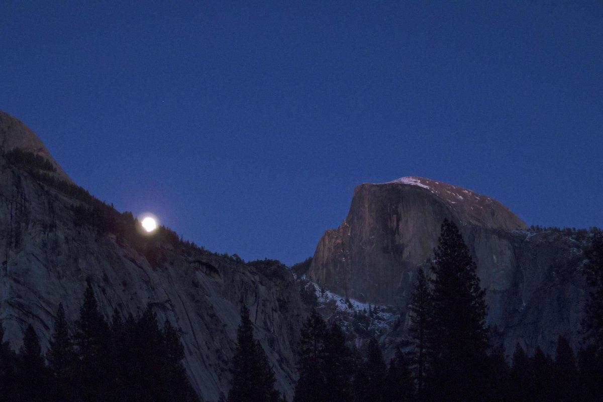 First full moon of the year! #yosemite #nationalparks #halfdome http://t.co/jIFprXnwkK
