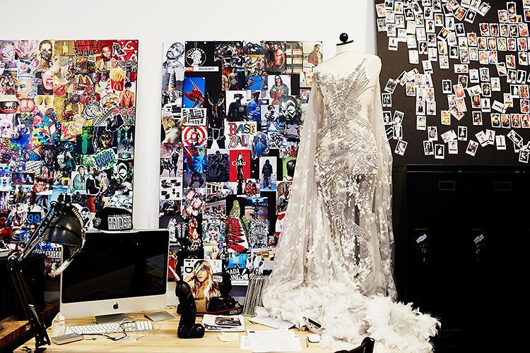 See The Workspaces Of 14 Leading Creative Minds http://t.co/NDwqumUxqR via @FastCoDesign http://t.co/bA7AfwWnsB