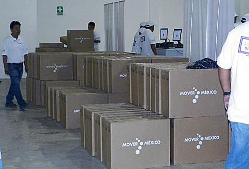 """Díganle a @EPN que """"acercar las nuevas tecnologías a todos los hogares"""" no es regalar millones de TVs #YaMeCanse20 http://t.co/mYqD4J9HeY"""