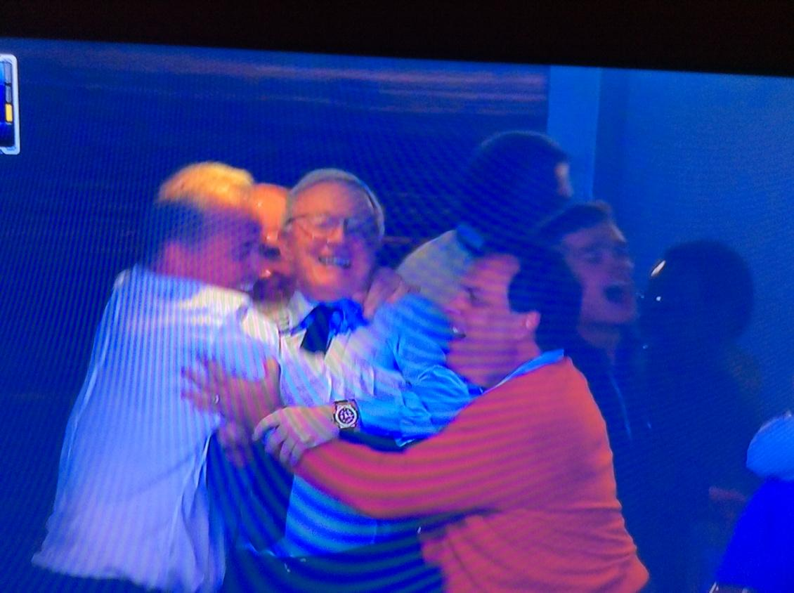 I can't see Goodell. Is he in the middle? RT @DVNJr: Joy. http://t.co/mr8rTSTxs4