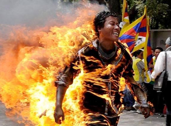 Tibetans are setting themselves on fire to let the world know about their suffering. http://t.co/7dy0E0XgQK #Tibet http://t.co/dM4AyfeCr6