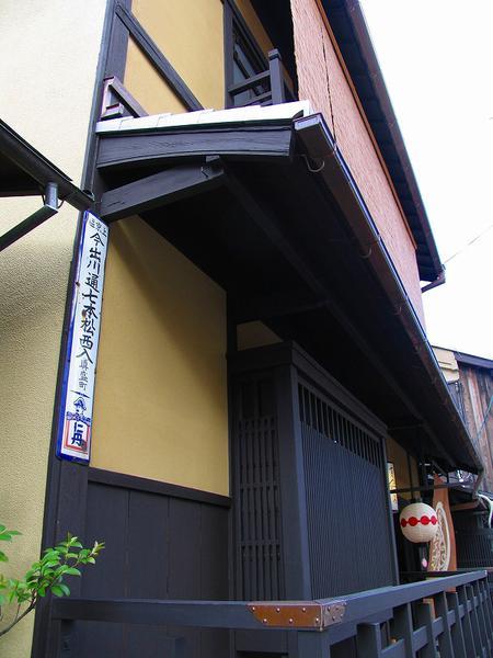 上七軒「真盛町」盗まれる! http://t.co/R3LqZHTBnf #京都  コレクターじゃなくって転売目的だろうな。ネットオークション出るかは微妙だけど http://t.co/lBb5iXghNh