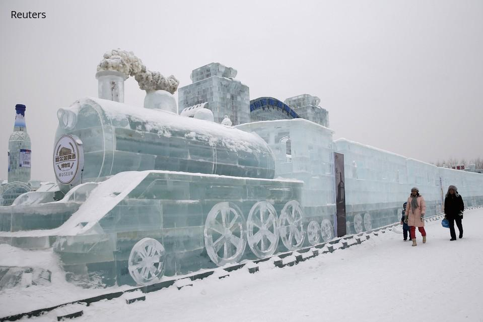 "Want to go to this! ""@WSJ: The world's largest ice festival kicks off in China. Photos: http://t.co/Z9qtUqTj3B http://t.co/QuZCbKImE7"""