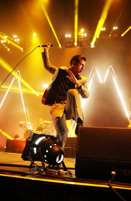 A big happy birthday to the sultan of swagger, Alex Turner! Hope you get on your dancing shoes to celebrate.