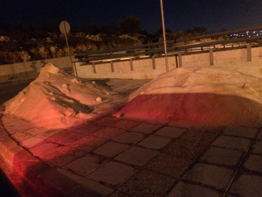 Amman gets ready with piles of salt? #عاصفة_هدى http://t.co/vi8azXksX7