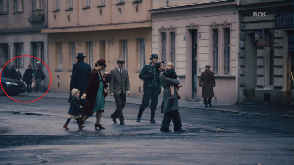 """Uventet vending i """"Kampen om tungvannet"""". Tidsreisende i Ford Mondeo dukker opp for å drepe Hitler. http://t.co/YfjhCDbfLB"""