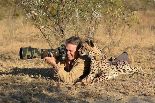 This is how real men shoot animals: http://t.co/H5Geqayfiz