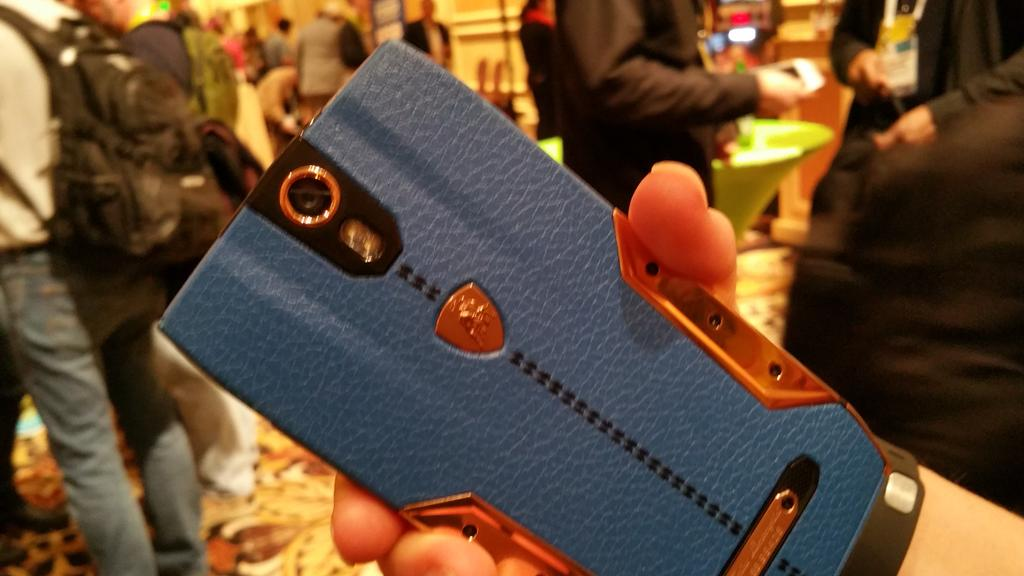 This brand new Lamborghini phone costs $6k (£4k). I'll take two! More to come from #CES2015 @CNET http://t.co/iS3MHljTrx