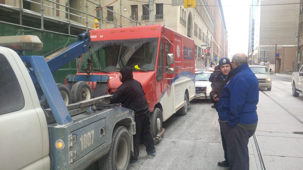 @canadapostcorp You know you shouldn't so don't, @torontopolice #RushHourRoute. 2gether we can make rush hour better http://t.co/lxJUi9lHkm
