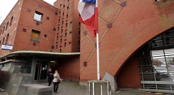 #Roubaix : arnaqué par un dealer, il vient déposer plainte au commissariat http://t.co/OZhFqWxNqc http://t.co/CkFYaQXbCK