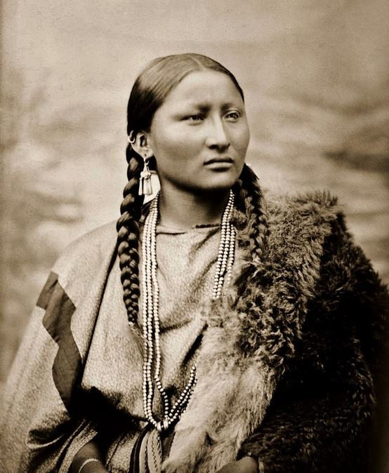 #Nizhoniful #LoveIt #WCW  RT @nativepedia: Pretty Nose, a Cheyenne woman. Photographed in 1878... #WomenWednesday http://t.co/cW1EZvSRoK