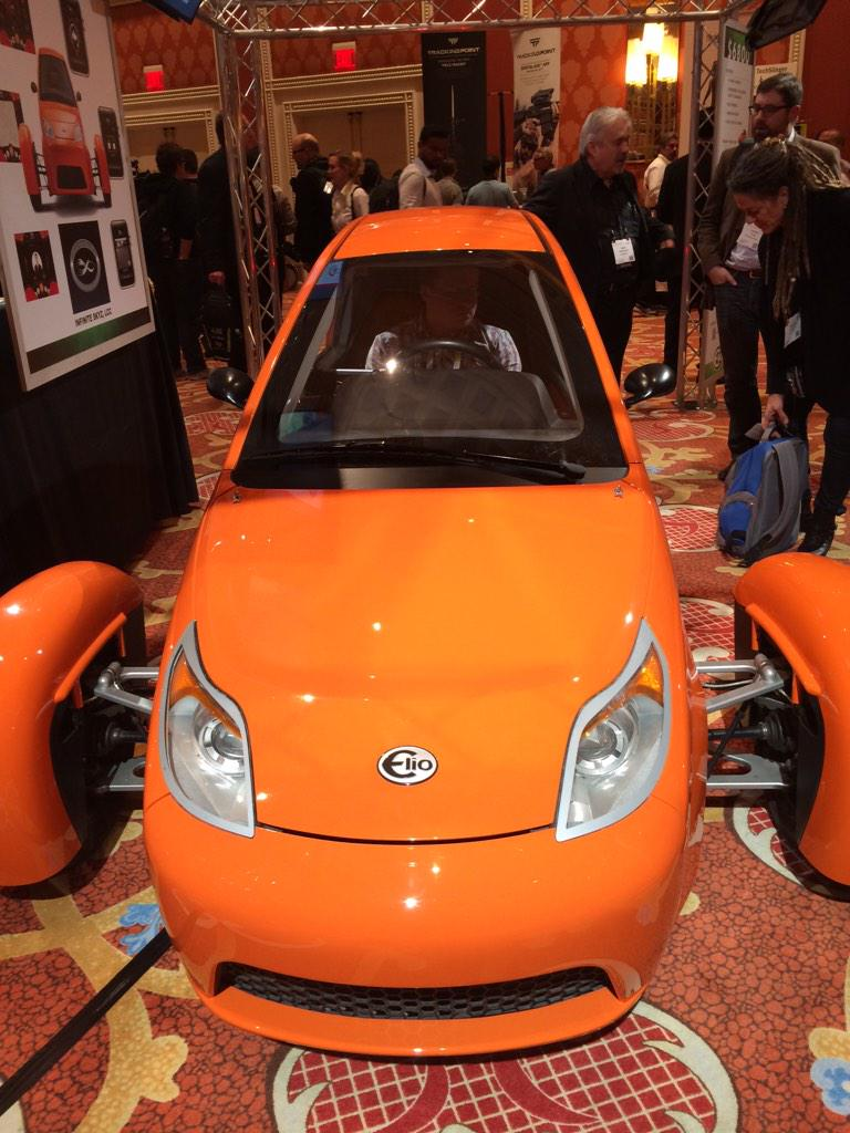 Oh hello, sexy! @ElioMotors Gas-powered Elio gets 84 mpg $6,800 bucks and it can be yours! #CES2015 http://t.co/uvvlvvCzIT