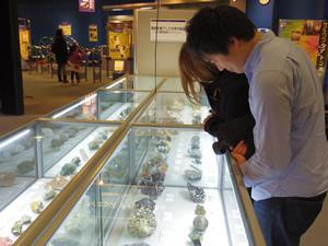 「結晶展」は1/12(月・祝)までの開催です。 観覧後のお客様から「きれい!」「おもしろい!」などのお声をいただいています。一度にたくさんの結晶が見られるこの機会をお見逃し無く!http://t.co/5tHgkQs9mN T) http://t.co/mrcKJWHYyc