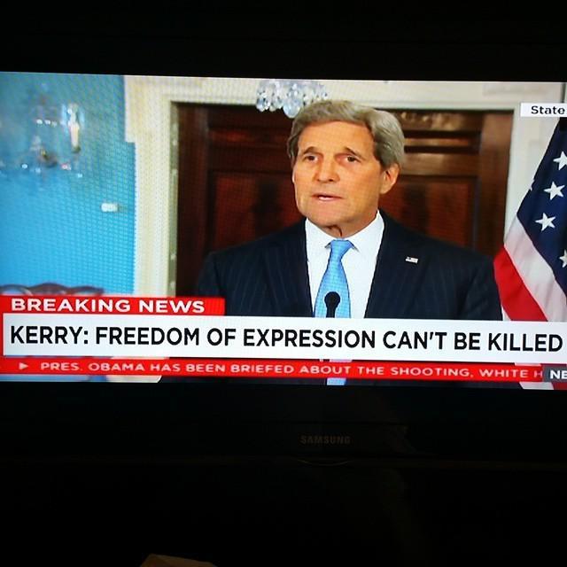 """Kerry s'adresse aux français en français. """"Le pouvoir de la liberté d'expression vaincra... http://t.co/aDCdruKgmv http://t.co/2I4TDCGPS9"""