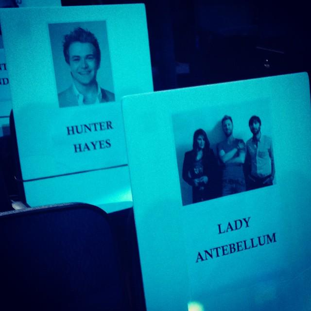 Look who's sitting behind us tonight at @peopleschoice!! @HunterHayes #WheelsUpTour http://t.co/5NQfwFyO7o
