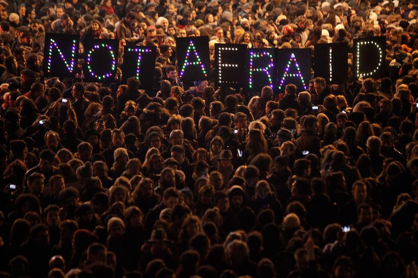 Parisians take to the streets with pens, candles following #CharlieHebdo attack: http://t.co/pzgbNyj0CK (via @msnbc) http://t.co/0HEnsmIIbi
