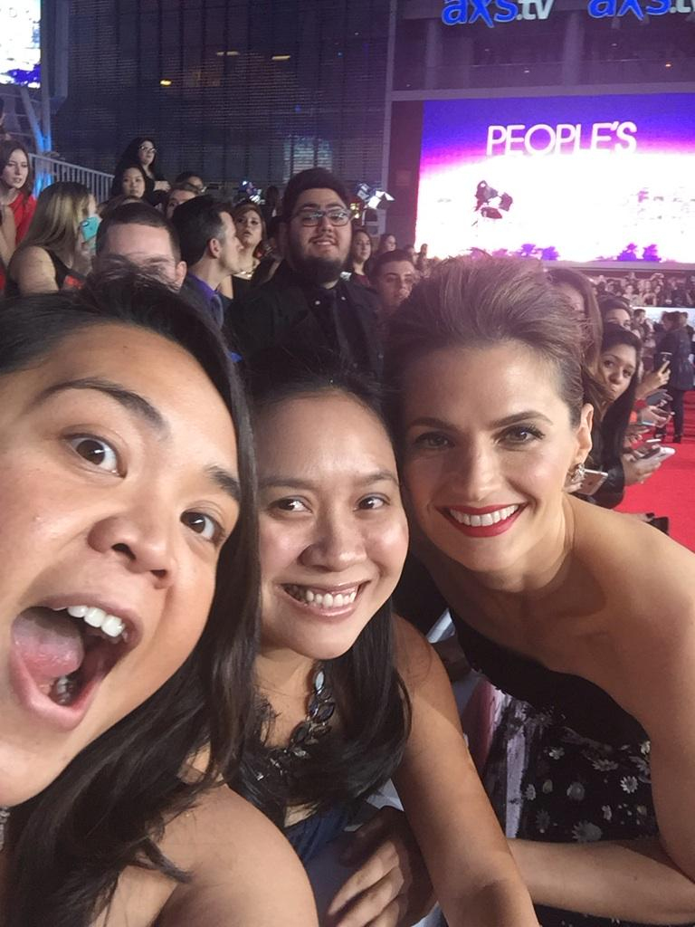 Stana is awesome. She was waiting for her next interview & specifically came over to take a selfie w/ @YOitzIvy & I! http://t.co/DQWOhjHzVA