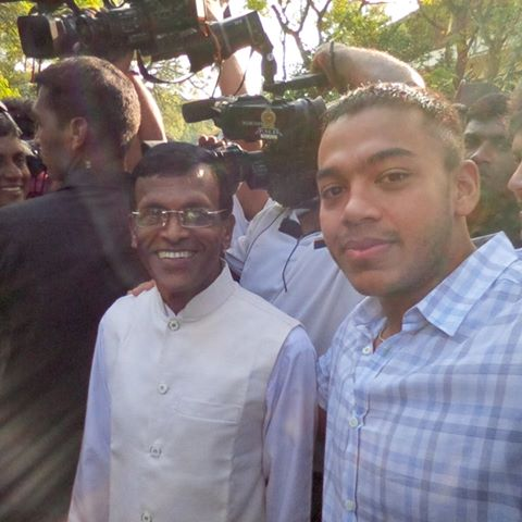 """>.< """"@dumindaxsb: Disgusting! I had some respect for you Mr. President. You just destroyed it too :( #PresPollSL http://t.co/iC1yABg2W8"""""""
