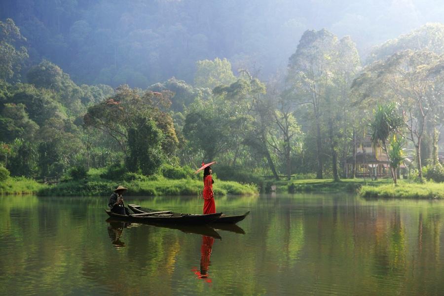 Red.. Situ Gunung by Asit - #photo #art #artwit #twitart #SituGunung #indonesia #lake #fineart _____ http://t.co/H0WwQgfDwm