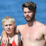 Miley Cyrus & Patrick Schwarzenegger are on a romantic vacation in Hawaii! See the PDA pics: http://t.co/oOBamGcnX7 http://t.co/fCh9f0LnMa