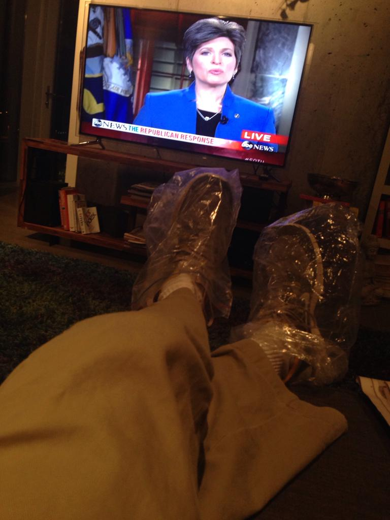 Modern political messaging is ludicrous #SOTU Just the humble opinion of a proud Iowan, chilling in my #breadbagshoes http://t.co/OgWhsTCDxH