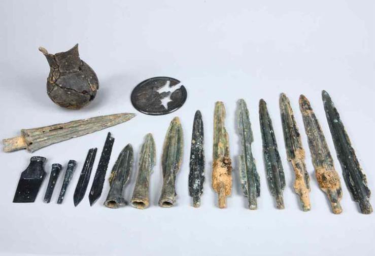 Chungju, Korea: 2200-yr-old burial yields treasure-trove of bronzes  http://t.co/gW6y0bpmy0 | #archaeology #고고학 #考古學 http://t.co/s1UysKgOFm