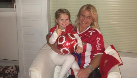 Liverpool fan names her daughter YNWA in honour of Anfield's anthem http://t.co/M39av6YQeV http://t.co/kNmVShpanr
