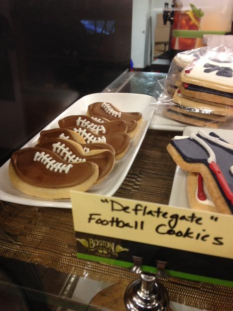 #DeflateGate cookies, at Boston Common Coffee Co. (Probably also baked at lower-than-regulation temperature.) http://t.co/k6g438Pjp9