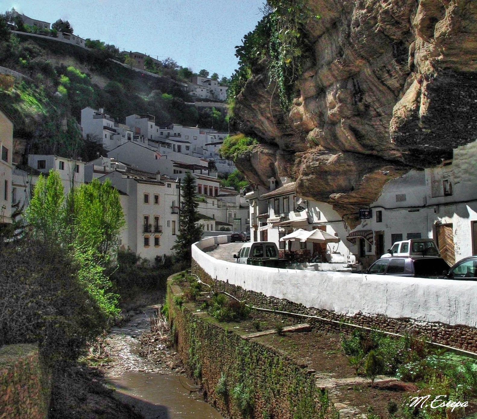 RT @puntoEss: Setenil de las Bodegas (Cádiz). Precioso pueblo construido entre las rocas @SitiosdeEspana http://t.co/iplj0y8tuL