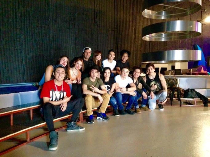 """Aquí con el equipo de baile de """"poncho en domingo"""" #ponchoballet2015 @multimediostv http://t.co/YUG1cCpmQJ"""