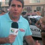 """@BastidoresDaTV:Repórter da CNT é preso p/ polícia durante programa ao vivo http://t.co/JO0Me75HnU http://t.co/nh7EDyic5w"" @jornaldarecord"