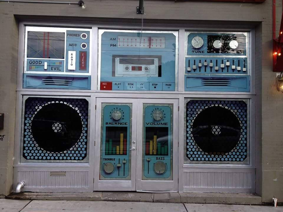 How to design the front of a record store. http://t.co/c8InOdhRPe
