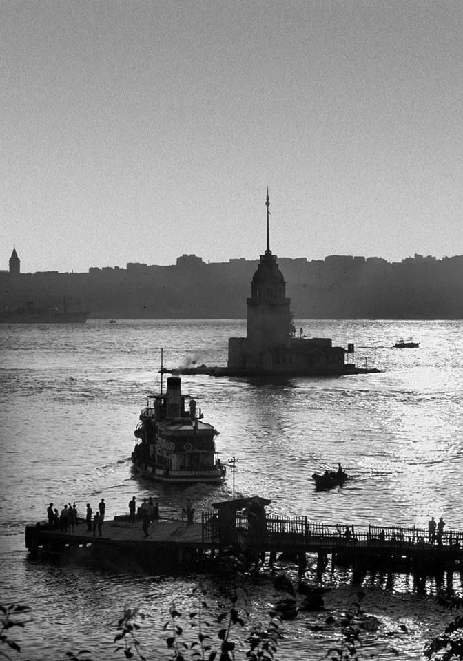 Kız Kulesi ve Salacak İskelesi...Ara Güler http://t.co/4yqWiDTvNh