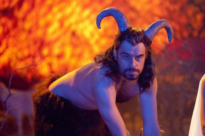 Happy birthday goes out to my role model, my reason for living... Jemaine Clement. I love ya buddy.