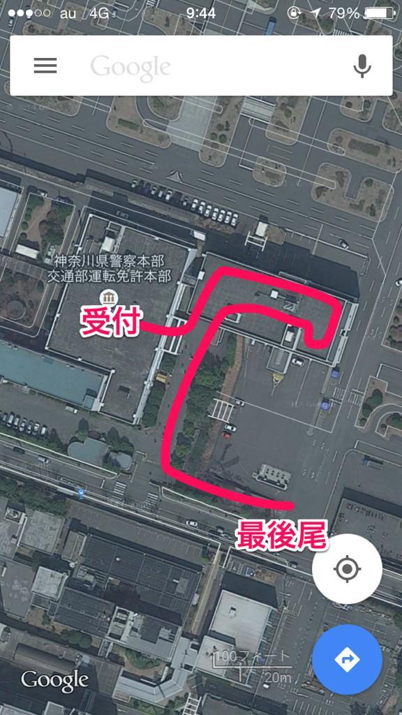 神奈川県きっての最大手サークル 二俣川の運転免許試験場、先程の待機列はこんな感じでした。列圧縮なし2列 http://t.co/H0bWJQHJfj