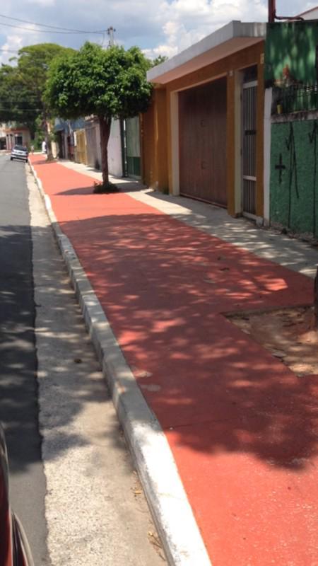 Jardim Helena-Zona Leste Vejam o espaço que sobrou para os pedestres na calçada. http://t.co/eUTWVEKzBg