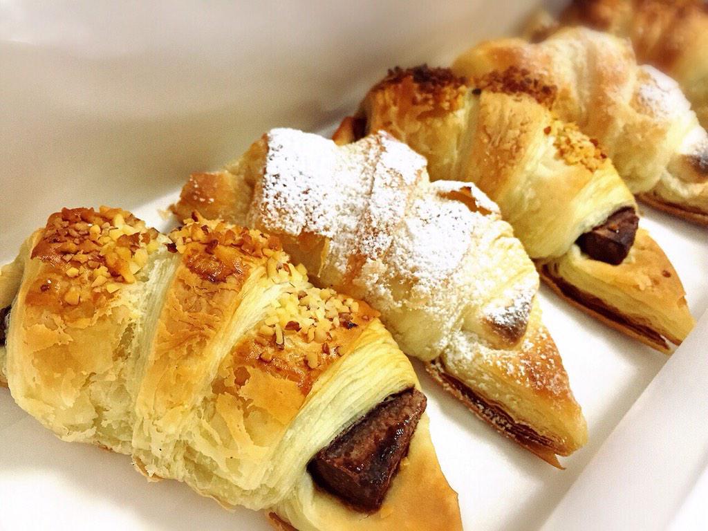 チョコクロとホワイトチョコクロ。 久しぶりに食べた〜 おいし♡ http://t.co/KNyvC2PGnk