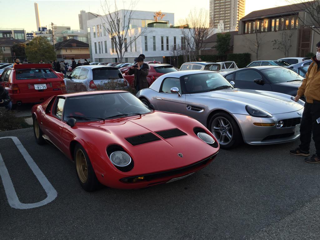 おはようございます。早起き出来たのでモーニングクルーズに参加してます。恐れ多くもミウラ様の隣りに駐車。(*^_^*) http://t.co/jekfhyslur