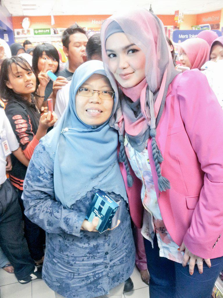 Happy Birthday Dato Siti Nurhaliza.moga diberikan usia yg berkah n bahagia selalu,aamiin